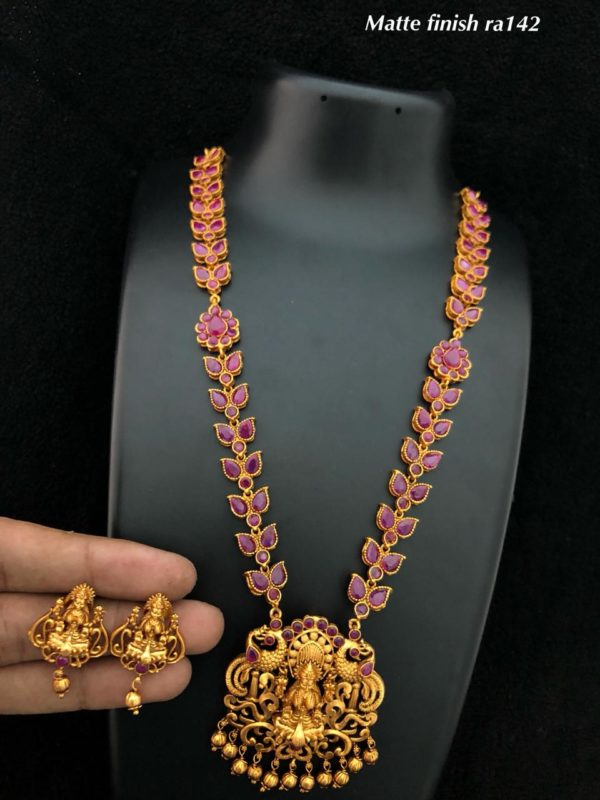 Latest Matte Finish And Jewelry Gorgeous Gold Plated Necklace Set in andhrapradesh